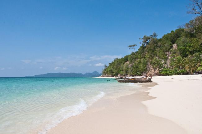pantai bamboo island